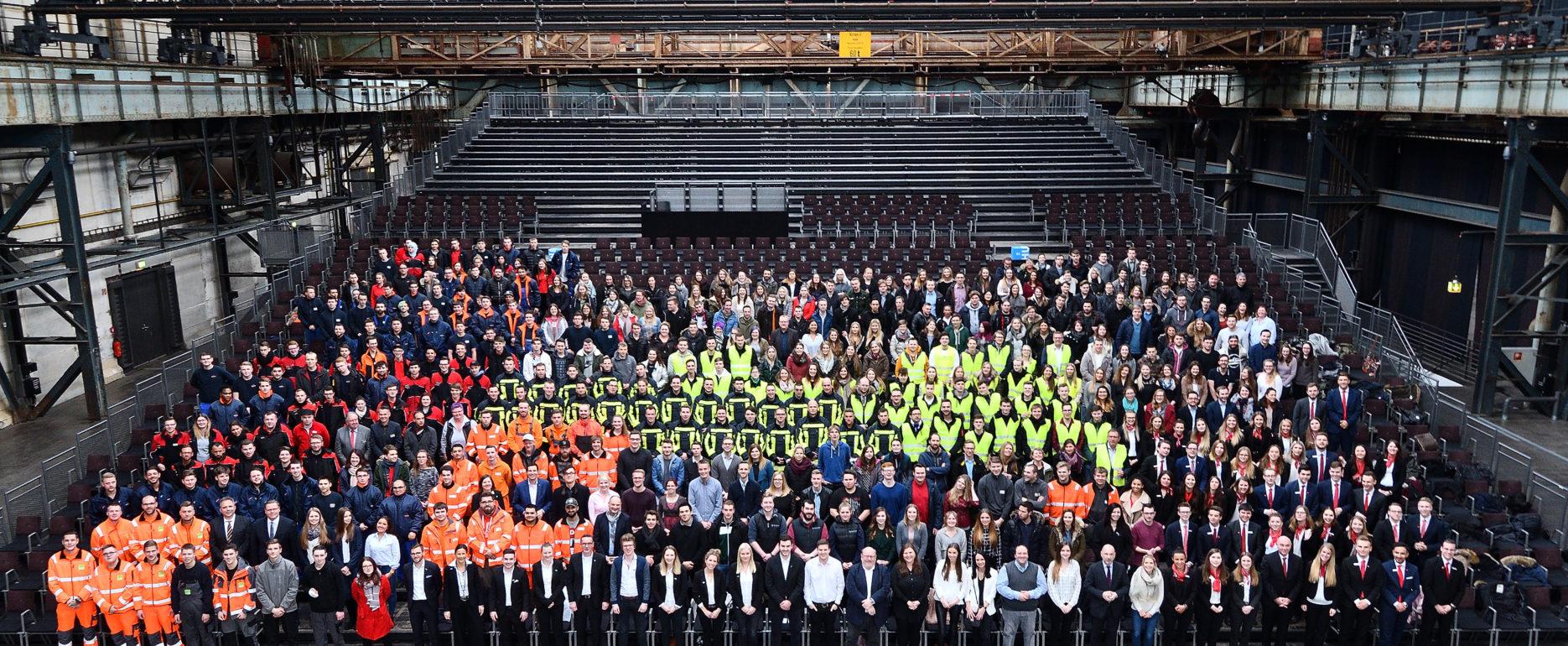 500 Auszubildende der Stadt Bochum in der Jahrhunderthalle